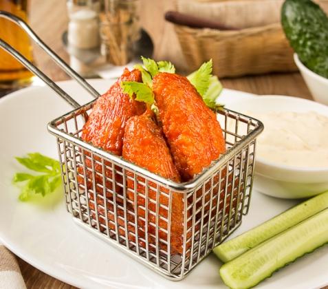 Куриные крылышки в кляре и остром соусе
