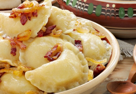 Вареники с картошкой, шкварками и луком (видео)