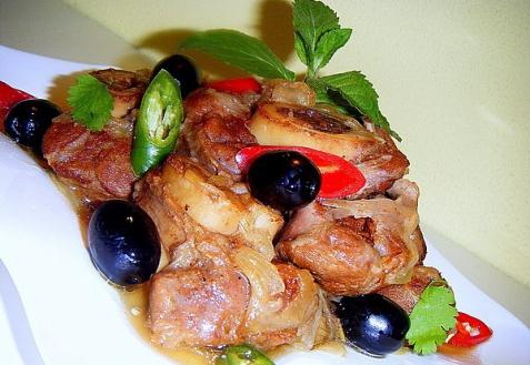 Рецепт - Голяшки из говядины в пикантном соусе