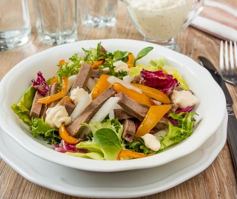 Рецепт на Новый год: Салат с языком, дайконом и сладким перцем