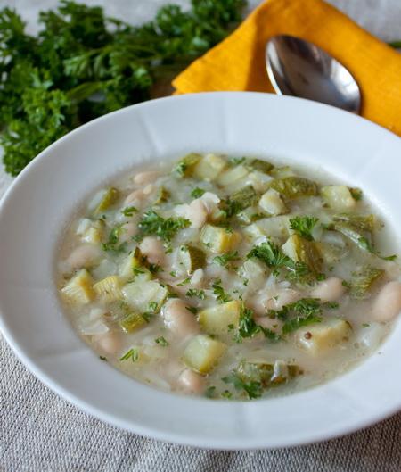 Суп из цуккини с белой фасолью