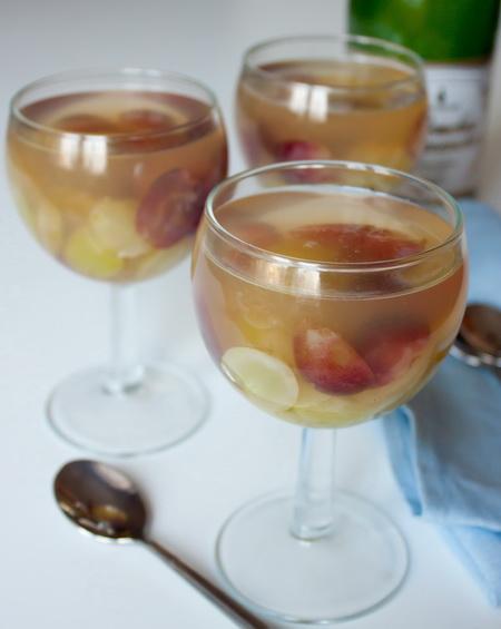 Желе из шампанского с виноградом