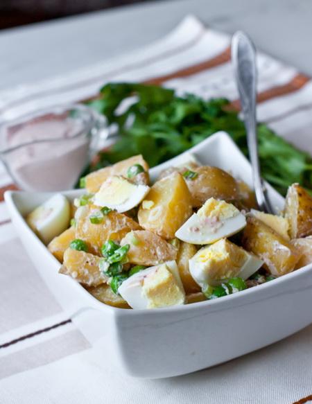 Картофельный салат с яйцами и горошком