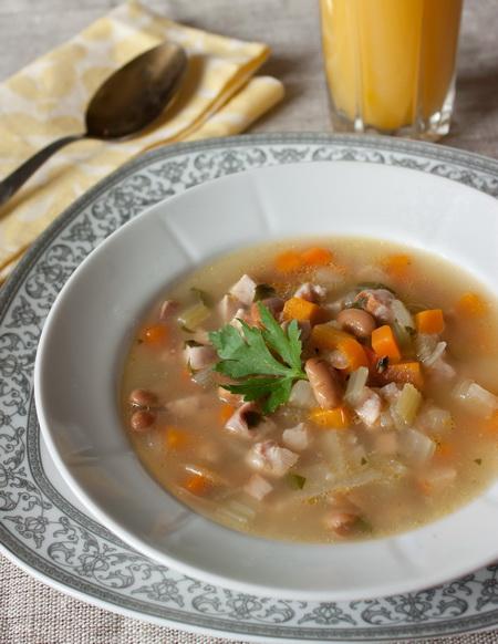 Суп из ветчины с фасолью