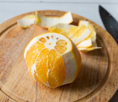 Чистим апельсин