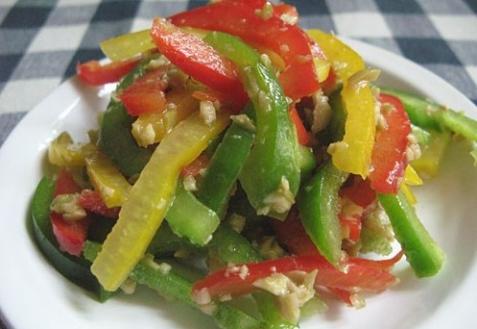 Постные блюда: Салат из перца с заправкой из оливок