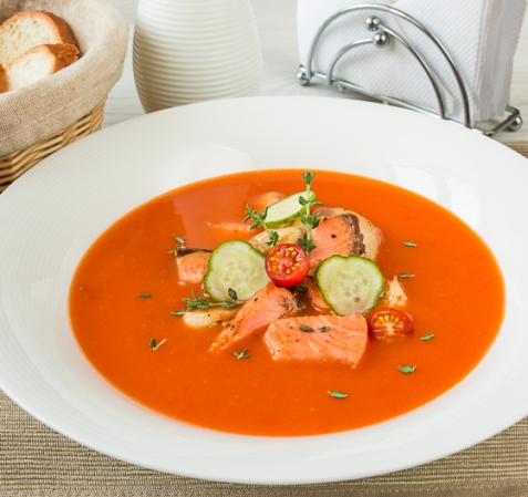 Томатный суп-пюре с лососем и треской