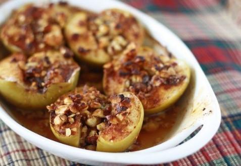 Яблоки, запеченные с орехами