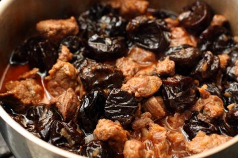 Мясо с черносливом рецепт с фото