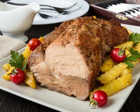 Пряная запеченная свиная шея с картофелем
