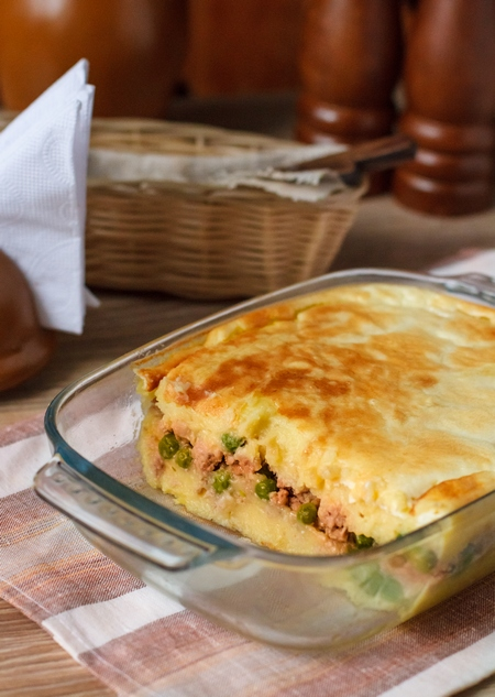 Картофельная запеканка с мясом и горошком