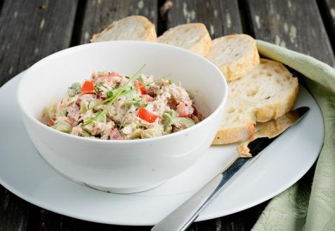 Салат-закуска из тунца с авокадо