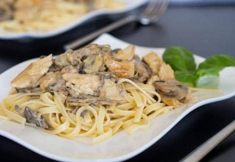 Паста с грибами и курицей