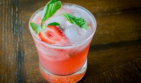 Рецепт - Напиток с клубникой и базиликом