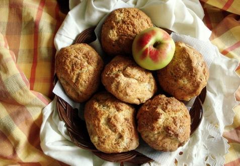 Яблочные бисквитные булочки