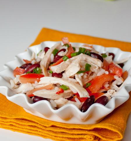 Салат из курицы с рисом и фасолью