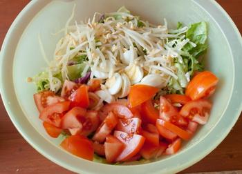 Кладем все в салатник