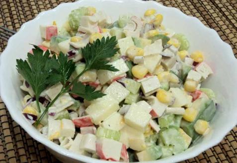 Рецепт - Салат с крабовыми палочками и авокадо