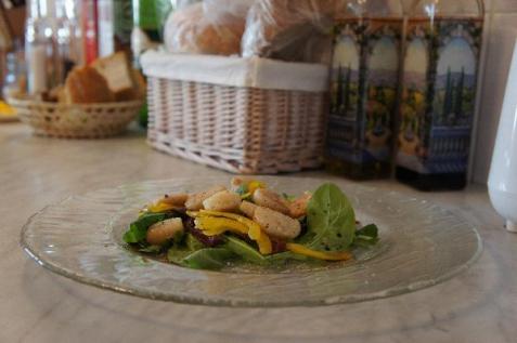 Рецепт - Теплый салат из рукколы и гребешка