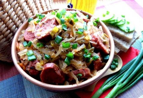 Тушеная капуста с баварскими колбасками