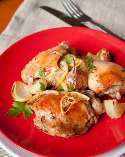 Курица, запеченная с лимоном и белым вином