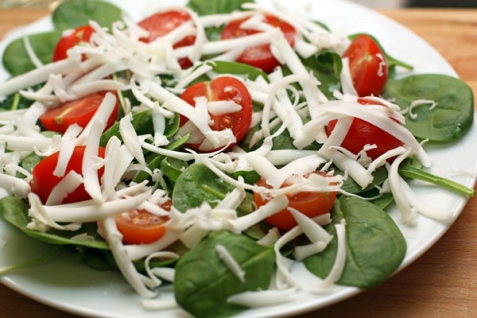 Рецепт - Салат со шпинатом и помидорами черри