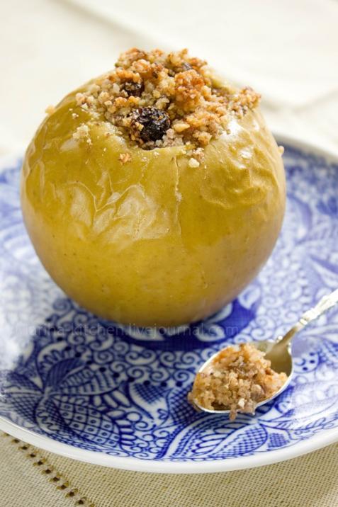 Рецепт - Яблоки, запеченные с медом и орехами
