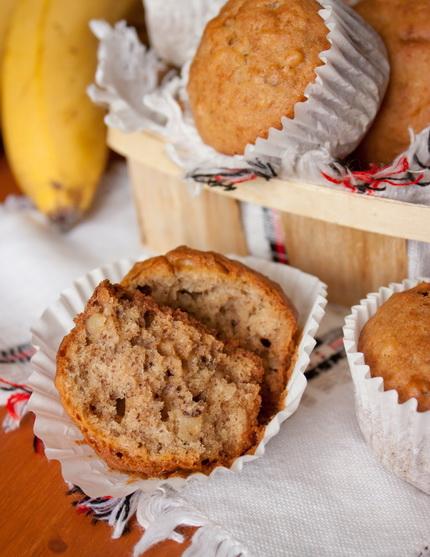 Банановые маффины с кокосом и грецкими орехами