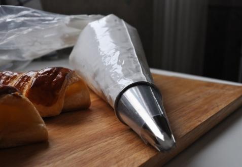 Как переложить крем в кондитерский мешок
