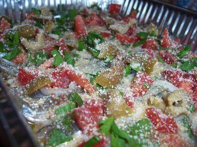 Килька с оливками и помидорами - рецепт