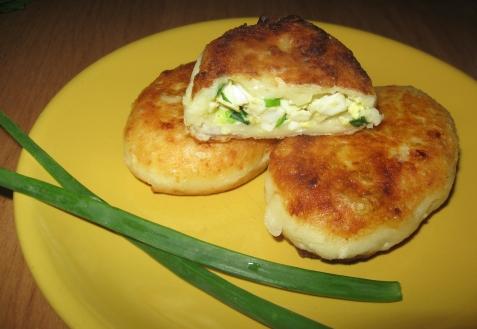 Творожные пирожки с яйцом и зеленым луком