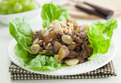 Рецепт - Теплый салат с печенью и виноградом