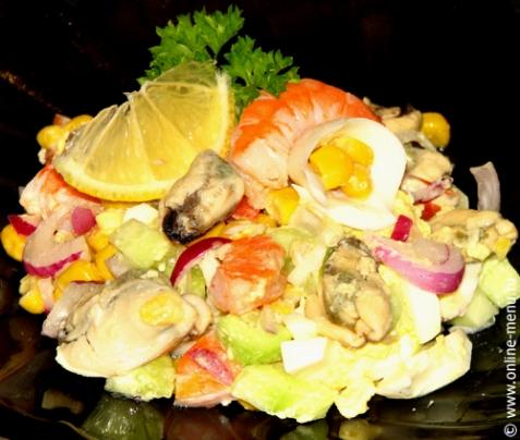 Салат с мидиями и креветками - рецепт