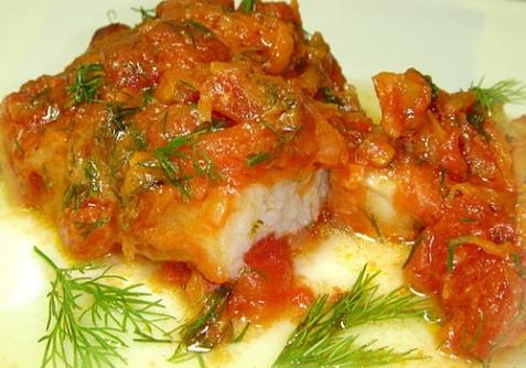 Рыба тушеная с помидорами - рецепт