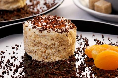 Ароматное абрикосовое пирожное