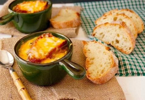 Французский луковый суп с крутонами