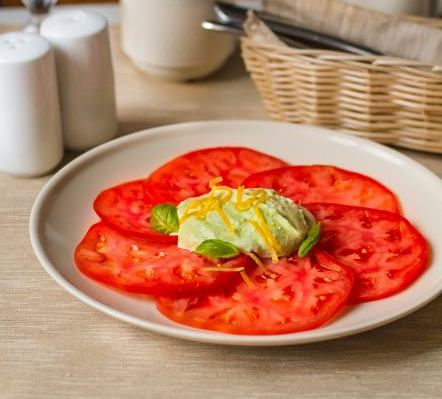 Закуска из помидоров с кремом из феты