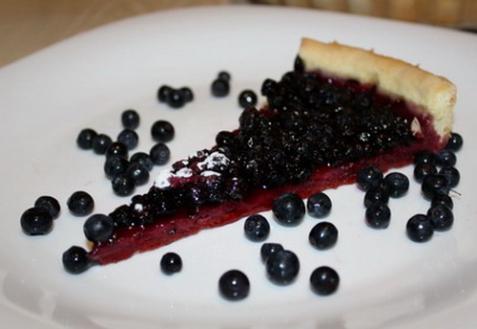 Открытый черничный пирог