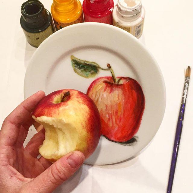 Фото: Девушка создает невероятно реалистичные рисунки на тарелках (Фото)