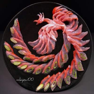 Японец создает креативные картины с помощью рыбы. Фото