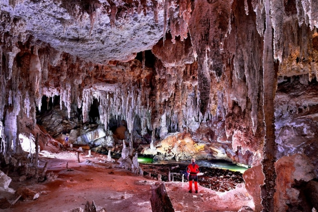 Удивительная доломитовая известняковая пещера в Бразилии