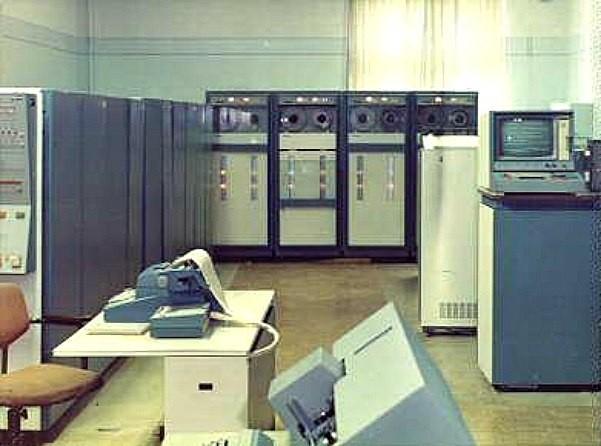 Первый компьютер, установленный в вычислительном областном центре в Липецке.
