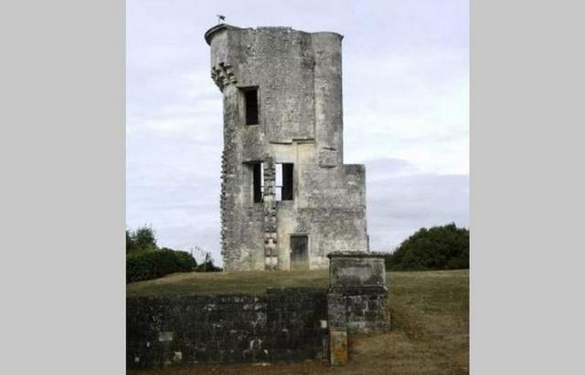 Замок Тайлебург, куда отступил Ричард после пленения его 60 рыцарей и 400 лучников, Генрихом II в битве при Сенте.