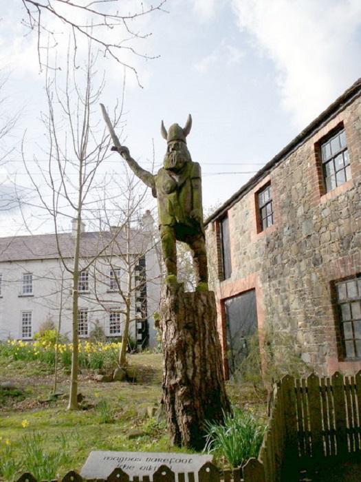 Как ни странно, памятник Магнусу Голоногому стоит не в Норвегии или другой скандинавской стране, а в Ирландии.