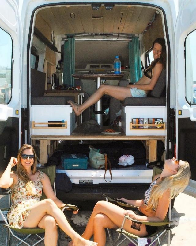 Фото: Эти люди заставят вас все бросить и отправиться в путешествие в домиках на колесах (Фото)
