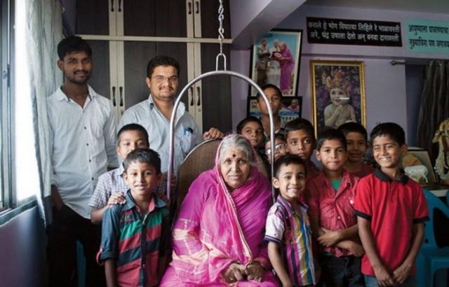 Сапкал посвятила свою жизнь заботе о чужих детях.