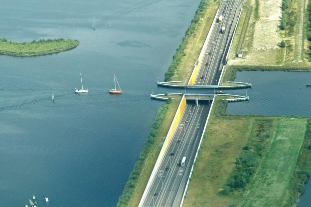 Мост в Нидерландах