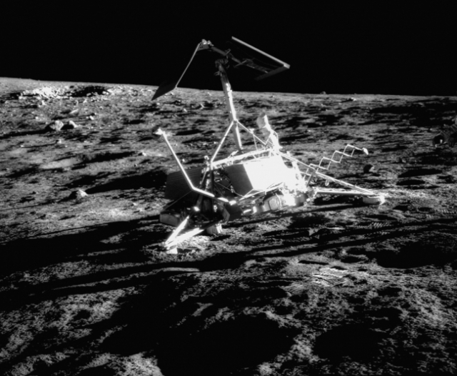 Фотографии на Луне