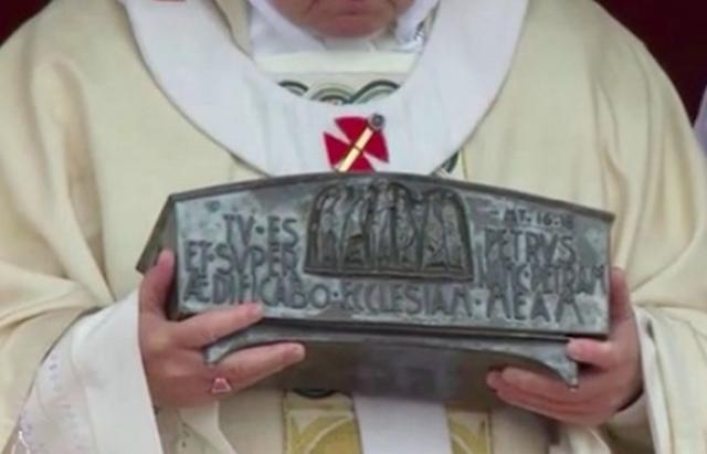 Выставлен на обозрение лот «Мощи Святого Петра».