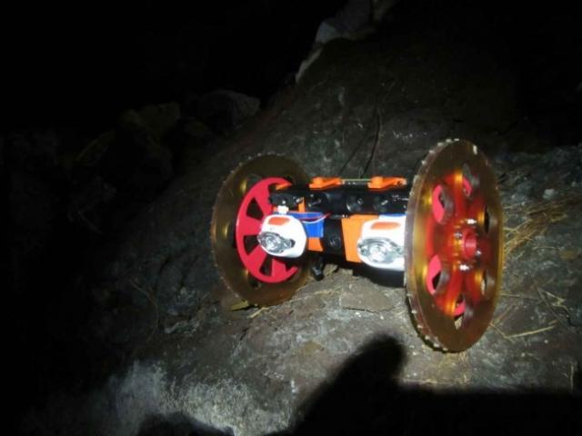 Лаборатория NASA спустила робота в трещину вулкана